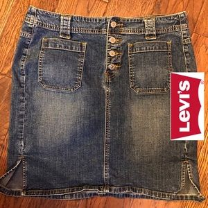 Super cute Levi's mini skirt